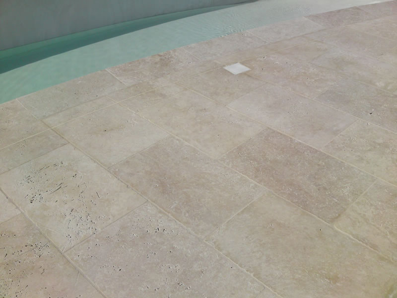 Carrelages de terrasses ext rieur dans le sud de la france for Carrelage pour piscine exterieur